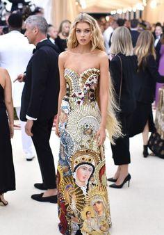 Stella Maxwell Met - 2018 Met Gala: See all the stars on the red carpet Gala Dresses, Red Carpet Dresses, Couture Dresses, Evening Dresses, Stella Maxwell, Star Fashion, Fashion Models, Fashion Show, Fashion Outfits