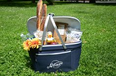 Artisan Bistro at The Ritz-Carlton, Boston Common packs the perfect picnic for your day of city-exploring! Enjoy the delectable basket items in Boston Common, America's Oldest Public Park.