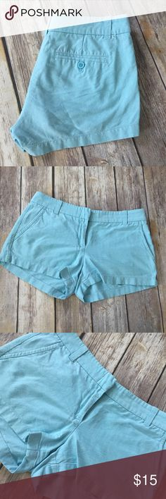 J Crew Linen Chambray Shorts Light blue Linen shorts with a Chambray look by J Crew. Size 4. Very good preowned condition with no flaws. ⚓️No trades or holds. I accept reasonable offers unless the item is priced at $8 or less and then the price is FIRM. I only negotiate through the offer button. I do not model. I ship within two business days of your order. I only use Posh. 🚭🐩B2 J. Crew Shorts