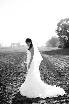 Ein herbstliches Inspirationsshooting für Hochzeiten mit rosa Dahlien und Kastanien | Fotos: Francis Hesse