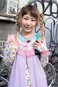 RT @Tokyo Fashion: Cute braids w/ pastel tulle skirt, winged backpack, Converse & candy hearts in Harajuku http://flip.it/8bbta
