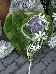 Moss heart with a succulent and heather.