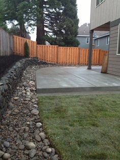 Concrete patio river rock border with drainage and lawn - All For Garden Concrete Backyard, Cement Patio, Backyard Patio, Backyard Landscaping, Backyard Ideas, Garden Ideas, Backyard Decorations, Chickens Backyard, Patio Ideas
