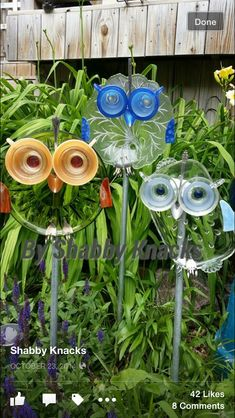 33 Ideas for yard art totems fun Garden Owl, Garden Whimsy, Diy Garden, Garden Crafts, Garden Projects, Garden Ideas, Garden Junk, Blue Garden, Shade Garden