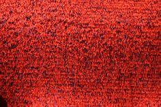 Zeeuws Museum - Middelburg. Modern rood wandtapijt - een contrast met de vier eeuwen oudere wandtapijten. Fringe-project van Henrik Vibskov en Andreas Emenius, een tentoonstelling in 2009.  Foto: G.J. Koppenaal - 28/3/2009