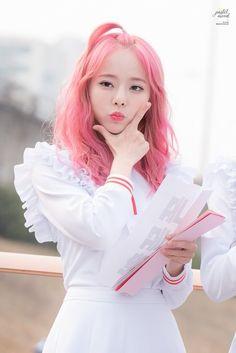 ; Vivi 비비 of LOONA (이달의 소녀)