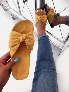 Get the best deal's on trendy styles here at Shop Official Bee. Bling Sandals, Cute Sandals, Spring Shoes, Summer Shoes, Pretty Shoes, Cute Shoes, Sandals Outfit Summer, Flat Sandals Outfit, Shoes Sandals