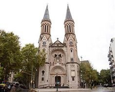 http://www.lanacion.com.ar/1809452-impiden-la-demolicion-de-una-vivienda-que-es-parte-de-la-capilla-guadalupe-en-palermo?utm_medium=Social