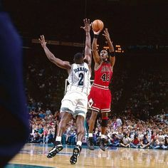 MJ Mondays #mjmondays #totalhoops #ballislife #basketball #hoops #nikebasketball #jordandepot #jordandaily #mj #michaeljordan #nba #bulls #chicagobulls #laneyhighschool #jordan #shooters #thegoat #sneakerhead #jordanbrand #airjordan #unc #tarheels #laneyhigh #handlelife #hornets #larryjohnson #spacejam #grandmama #45