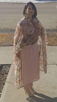Long suit with printed duppta boutique Designer Punjabi Suits, Indian Designer Wear, Pakistani Outfits, Indian Outfits, Indian Clothes, Salwar Designs, Blouse Designs, Indian Attire, Indian Wear