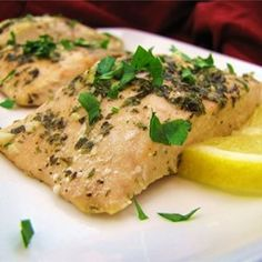 Delicious as it Looks: Low-FODMAP Baked Salmon Recipe - is a healthy dinner option full of flavor! Fodmap Recipes, Paleo Recipes, Great Recipes, Dinner Recipes, Cooking Recipes, Cooking Games, Top Recipes, Cooking Classes, Recipies