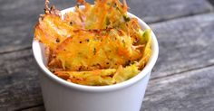 Mennyei Cukkinis-répás parmezánchips recept! Remek és egészséges nassolni való chips recept az esti filmezéshez, amit érdemes kipróbálni. Mivel az alapja cukkini, és sárgarépa, azt hiszem bátran mondhatom, hogy még egészséges is. ;)