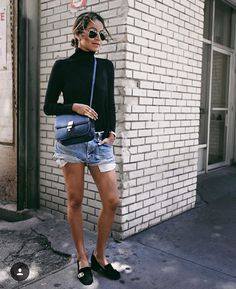 turtleneck + shorts | sincerelyjules Casual Chic Summer, Casual Chic Style, Style Summer, Shorts Jeans, Denim Skirt, Jean Outfits, Fashion Outfits, Fashion Trends, Chic Outfits