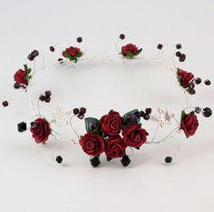 Rosa roja diadema gótica accesorio del pelo por KalsReturnJewellery