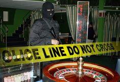 Правоохранители в Москве задержали шестерых подозреваемых в организации азартных игр.  Столичная полиция сообщила о задержании сразу шестерых человек, подозреваемых в создании нелегального казино. Ранее правоохранители обнаружили и закрыли несколько подпол