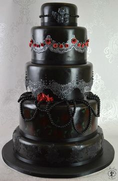Deciding on a witchy wedding? Browse through Gothic Steampunk, and Halloween wedding dresses, cakes, flowers, and table settings Gothic Wedding Cake, Beautiful Wedding Cakes, Beautiful Cakes, Amazing Cakes, Pagan Wedding, Halloween Torte, Halloween Wedding Cakes, Theme Halloween, Crazy Cakes