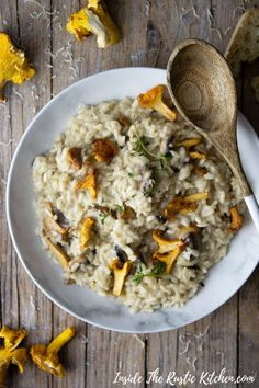 This Easy Mushroom Risotto Is Made With Chestnut Crimini And Chanterelle Mushrooms, Thyme And Parmesan. Ultra Comforting And Perfect For Fall Italian Recipes Italian Risotto Via Insidetrk Seafood Pasta Recipes, Risotto Recipes, Risotto Dishes, Creamy Mushrooms, Stuffed Mushrooms, Stuffed Peppers, Vegetarian Recipes Easy, Real Food Recipes, Bakery Recipes
