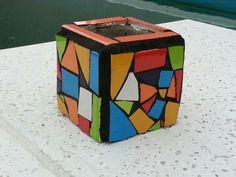 Maceta con mosaicos de colores