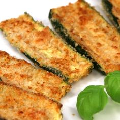 Zucchini Oven Fries Recipe Side Dishes with zucchini, egg whites, salt, dry bread crumbs, parmesan cheese Oven Fried Zucchini, Zucchini In The Oven, Bake Zucchini, Parmesan Crusted Zucchini, Zucchini Sticks, Cooking Zucchini, Zucchini Boats, I Love Food, Good Food