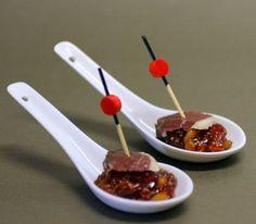 Cuillères au confit de figues aux pignons, magret de canard séché - Modern…
