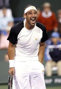 Marcos Baghdatis through to Round 3 in Australian Open 2013.