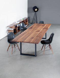 Der SC 25 Tisch Präsentiert Sich Mit Einem Fußgestell Aus Metall Oder Holz  Und Führt Die
