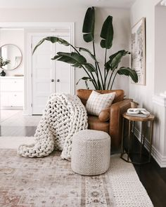 """Lauren Elizabeth   HouseOfHire on Instagram: """"All take all the layers and texture please 🙋🏼♀️ this BOP is so happy here however it hasn't sprouted a new stem a bit 🤔"""" Chunky Blanket, Arm Knitting, Cozy House, Bean Bag Chair, Home Remodeling, Living Room Designs, Living Area, Sweet Home, Throw Pillows"""