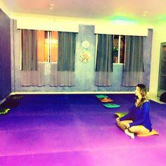 Se sentindo mais leve e mais consciente, como é boa essa sensação. Depois de uma semana turbulenta, vi um convite de uma amiga para uma aula de Hatha Yoga .