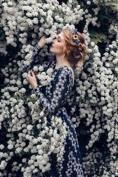 Blauer Blumenkranz mit gelben Sonnenblumen / flower crown, wreath, summer beauty by Manousche via DaWanda.com