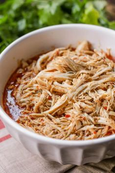 Copycat Cafe Rio Shredded Chicken - a simple and delicious chicken recipe that is perfect for salads, burritos, quesadillas and tacos! Mexican Shredded Chicken, Shredded Chicken Recipes, Yummy Chicken Recipes, Yum Yum Chicken, Yummy Food, Cafe Rio Chicken, Italian Dressing Chicken, Crock Pot Tacos, Lil Luna