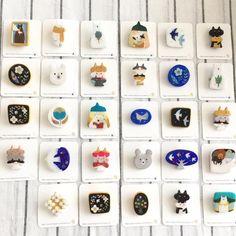 #ブローチ#ブローチ部#ハンドメイド#ものづくり#ハンドメイドアクセサリー#石粉粘土#石塑粘土#レジンアクセサリー 今回ご縁があって納品するブローチたちです☺️ Polymer Clay Projects, Diy Clay, Resin Crafts, Paper Clay, Clay Art, Embroidery Flowers Pattern, Polymer Clay Animals, Ceramic Pendant, Brooches Handmade