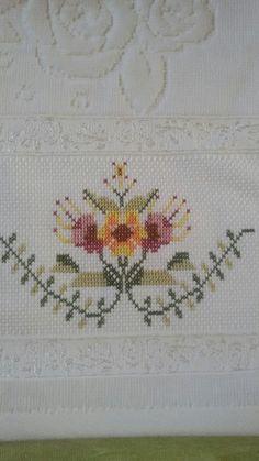 Cross Stitch Borders, Cross Stitching, Cross Stitch Embroidery, Cross Stitch Patterns, Vintage Embroidery, Craft Work, Blackwork, Needlework, Diy And Crafts