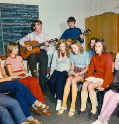 """""""Singezirkel"""" im Haus der Jungen Talente (Deutschland / DDR). Foto, 1974."""