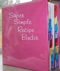 My Super Simple Recipe Binder: Easy tutorial, would make a fantastic gift for a new bride or as a housewarming gift. Make sure you include a few of your favorite recipes!I need to do this, my binder just has everything thrown in it Agenda Planning, Menu Planning, Meal Planning Binder, Recipe Organization, Life Organization, Paper Organization, Organizing Labels, Organizing Paperwork, Organising