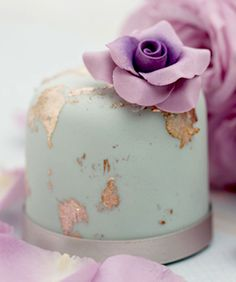 Not sure that I could ever have the heart to eat this gorgeous cake... but is is goign under this category. Isnt' it STUNNING!!!!  Lilac Rose on Mint Mini Cake... LOVE!!!!!
