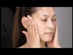 Japanese beauty expert Yukuko Tanaka presents her anti-aging face contouring massage. This is an excellent routine to add to your skin care regimen Massage Facial, Yoga Facial, Face Yoga, Facial Treatment, Skin Treatments, Face Exercises, Too Faced, Face Contouring, Beauty Hacks