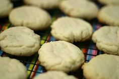 I have been looking for the perfect recipe for soft sugar cookies for many years. I want to replicate those frosted sugar cookies found in the baking section at most supermarkets, I love them. Worlds Best Sugar Cookie Recipe, Eggless Sugar Cookie Recipe, Cookie Recipes, Crisco Cookies, Soft Sugar Cookies, Yummy Cookies, Paradise Bakery, Paleo Recipes Easy, Copycat Recipes