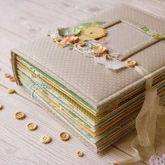 Всем большой привет! А я снова с большим альбомом и снова для мальчика ;)))) Но лежит, лежит девчачия бумажка и ждет своего звездного час... Mini Albums Scrapbook, Baby Scrapbook Pages, My Scrapbook, Baby Record Book, Baby Mini Album, Mini Album Tutorial, Baby Memories, Mini Books, Baby Cards
