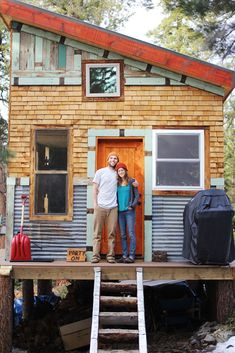 Love the quirky exterior! tim and hannahs diy tiny cabin 001 Young Couple Build Mortgage free, Off Grid Micro Cabin Tiny House Movement, Tiny Cabins, Tiny Spaces, Tiny House Living, Tiny House Talk, Fun House, Cabin Homes, Cabins In The Woods, Little Houses