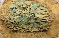 Two men using metal detectors discover hoard of Iron Age Celtic coins Used Metal Detectors, Whites Metal Detectors, Historical Artifacts, Ancient Artifacts, Waterproof Metal Detector, Metal Detecting Finds, Iron Age, Silver Coins, Ancient History
