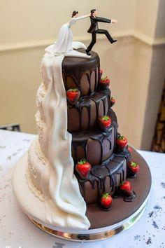 Die etwas andere hochzeitstorte wedding cake designs 20 trending simple and rustic wedding cakes Funny Wedding Cakes, White Wedding Cakes, Cake Wedding, Beautiful Cakes, Amazing Cakes, Beautiful Bride, Extravagant Wedding Cakes, Different Wedding Cakes, Wedding Cake Designs