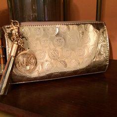 "Selling this ""MICHAEL Kors MK Limited Edition make up/clutch!!"" in my Poshmark closet! My username is: rchl62. #shopmycloset #poshmark #fashion #shopping #style #forsale #MICHAEL Michael Kors #Handbags"