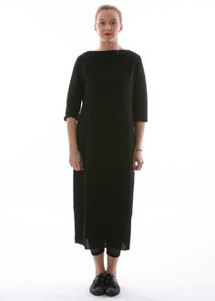 Kleid Vian von Annette Görtz -http://dagmarfischermode.de  #fashion #fashionista #lagenlook #annettegörtz #designerfashion #statement #schlicht #schwarz #black #pure #uni