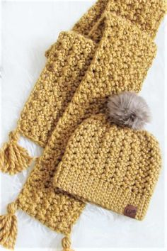 Crochet Scarf Free Pattern, 2 Hour Scarf This easy chunky crochet scarf pattern can be made with a matching hat to stay warm this winter. Chunky Crochet Scarf, Crochet Beanie, Crochet Scarves, Crochet Shawl, Crochet Scarf Tutorial, Crochet Scarf For Beginners, Crocheted Scarf, Chunky Knit Scarves, Ravelry Crochet