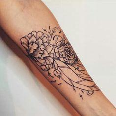 Dotwork floreal tattoo