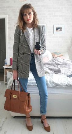 15 Ways To Wear A Grey Plaid Blazer Right Now - Styleoholic jeans and blazer outfit woman - Woman Jeans Casual Blazer, Blazer Outfits For Women, Blazer Jeans, Look Blazer, Plaid Blazer, Casual Outfits, Grey Blazer Outfit, Cuffed Jeans, Plaid Jeans