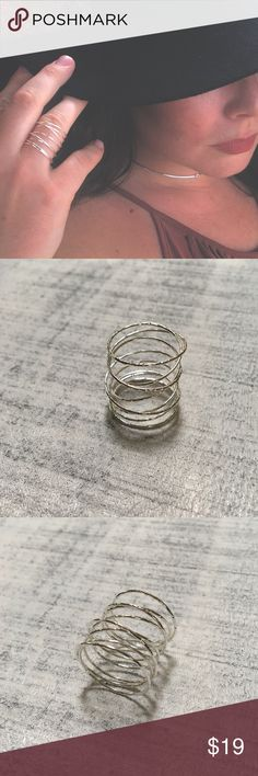 """GWEN WRAP RING💍 Hammered delicate wire spirals around the finger with flexibility. Wear as is or spread it out for a statement look. Shiny Silver Finish. 7/8"""" Height. COMES IN ORIGINAL PACKAGING! PERFECT CONDITION♥️ Stella & Dot Jewelry Rings"""