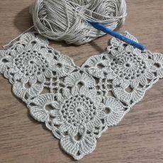 Transcendent Crochet a Solid Granny Square Ideas. Inconceivable Crochet a Solid Granny Square Ideas. Col Crochet, Crochet Bolero, Crochet Poncho, Crochet Motif, Irish Crochet, Crochet Doilies, Hand Crochet, Crochet Stitches, Free Crochet