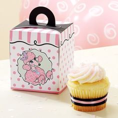 Cupcake boxes need to be as attractive and visible in the customer's eyes. Therefore, we make sure that all of your needs are fulfilled. Small Poodle, Pink Poodle, Paris Cupcakes, Best Treats For Dogs, Dog Treats, Custom Printed Boxes, Bakery Packaging, Dog Bakery, Custom Cupcakes