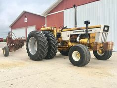 Minneapolis Moline Old John Deere Tractors, Big Tractors, Antique Tractors, Vintage Tractors, Tractor Accessories, Minneapolis Moline, Old Farm Equipment, Heavy Equipment, New Tractor
